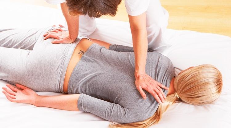 Massagem Shiatsu nas Costas